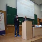 Doktorant Tomasz Stroinśki wraz z Dziekanem Czarnowskim